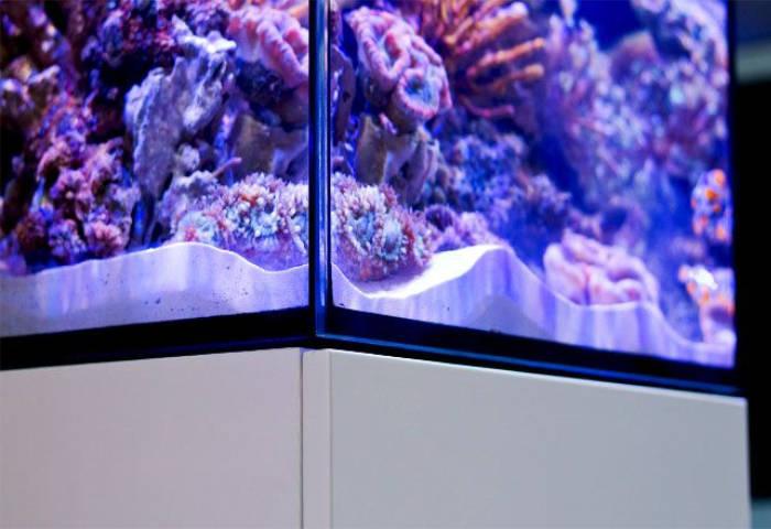 Unterschrank des Red Sea Max nano Meerwasseraquarium mit Epoxydlack